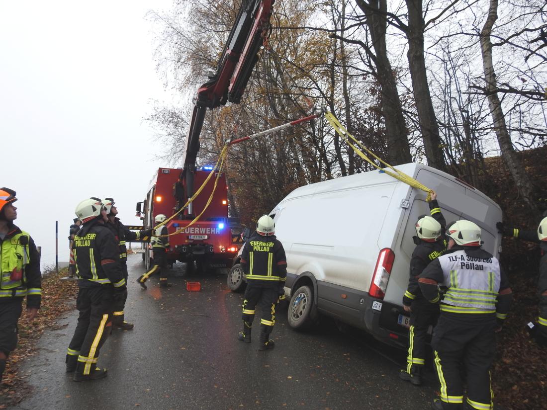 Bergung eines Lieferwagens am Pöllauberg