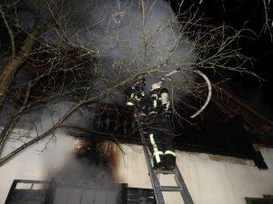 Gebäudebrand mit drei Verletzten am Pöllauberg