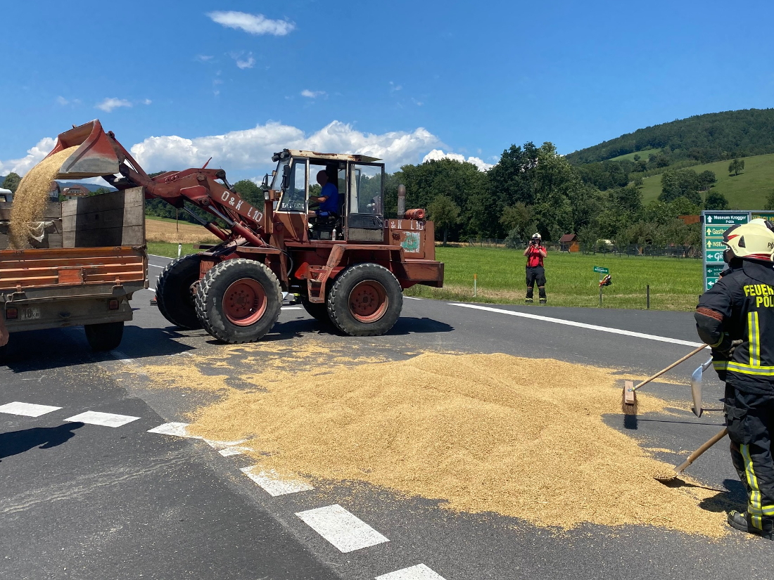 Bergung eines Traktoranhängers