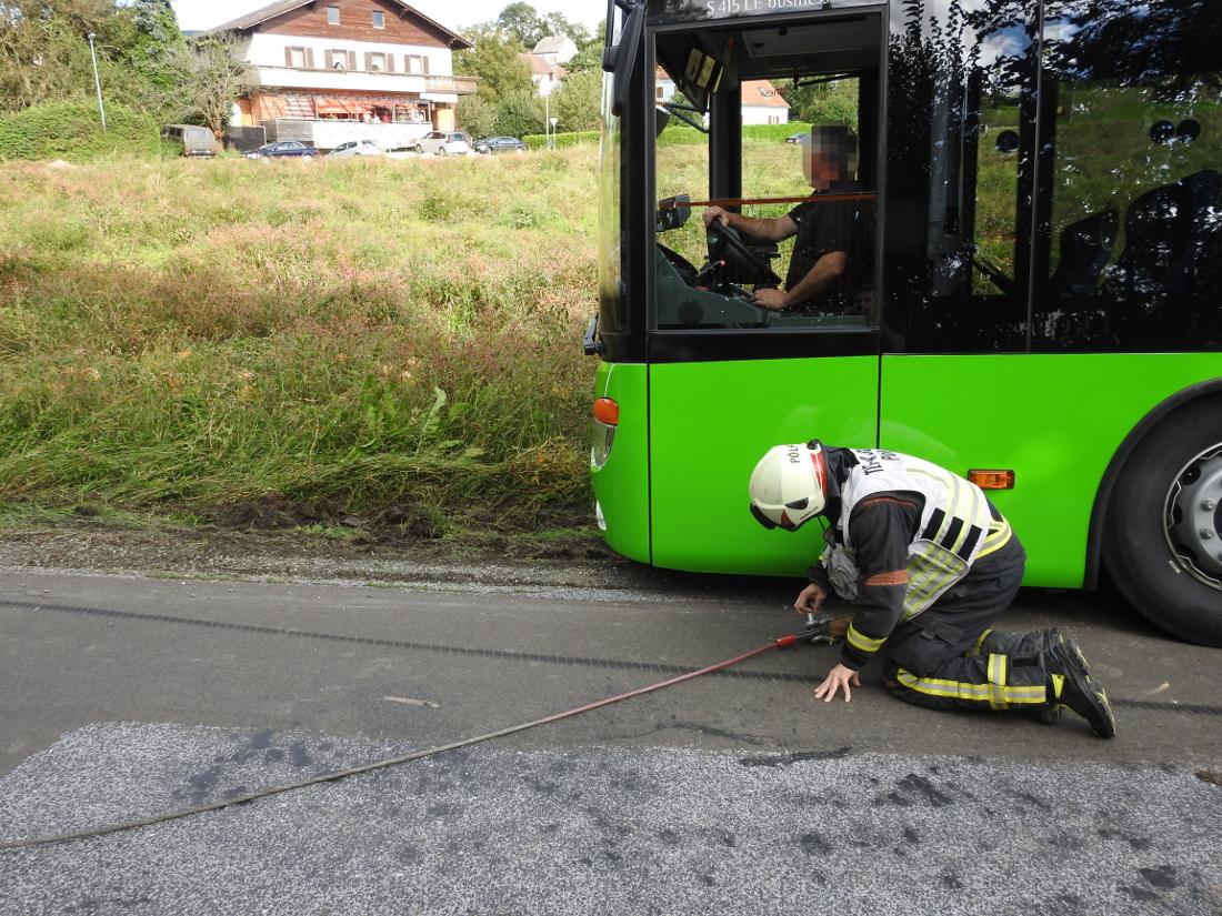 Bergung eines Linienbusses