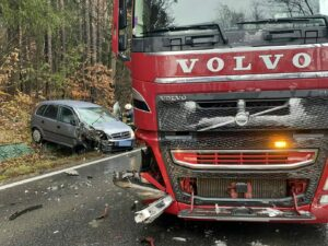 Schwerer Verkehrsunfall auf der L406 – PKW gegen LKW