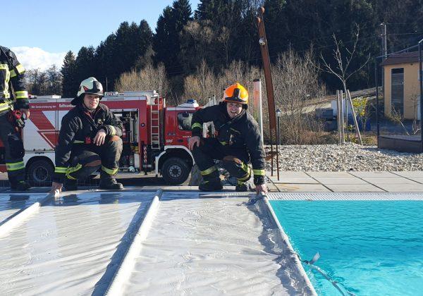 Bergung einer Pool-Überdachung