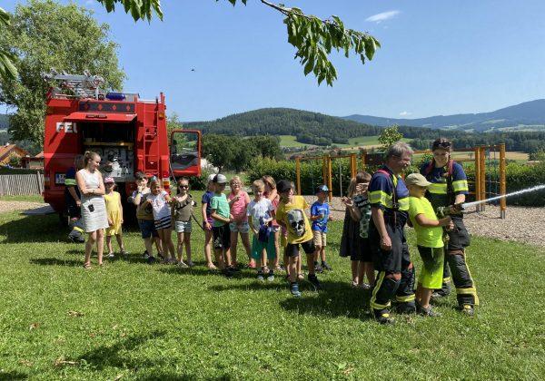 Kinder entdecken die Feuerwehr!